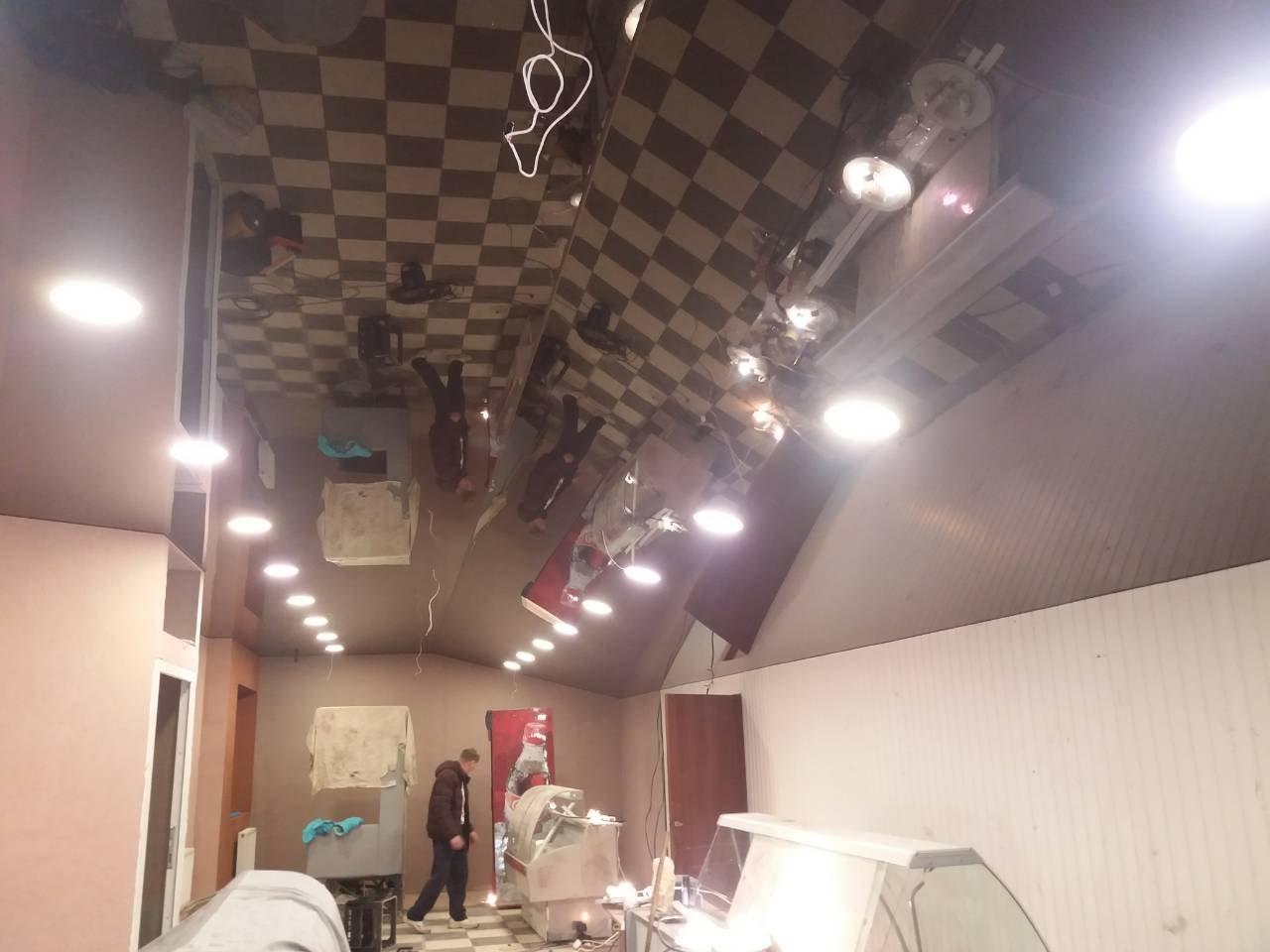 Глянцевые натяжные потолки в офисе